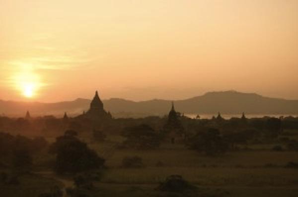 La mejor puesta de sol de la vieja Birmania. Bagán (Myanmar)