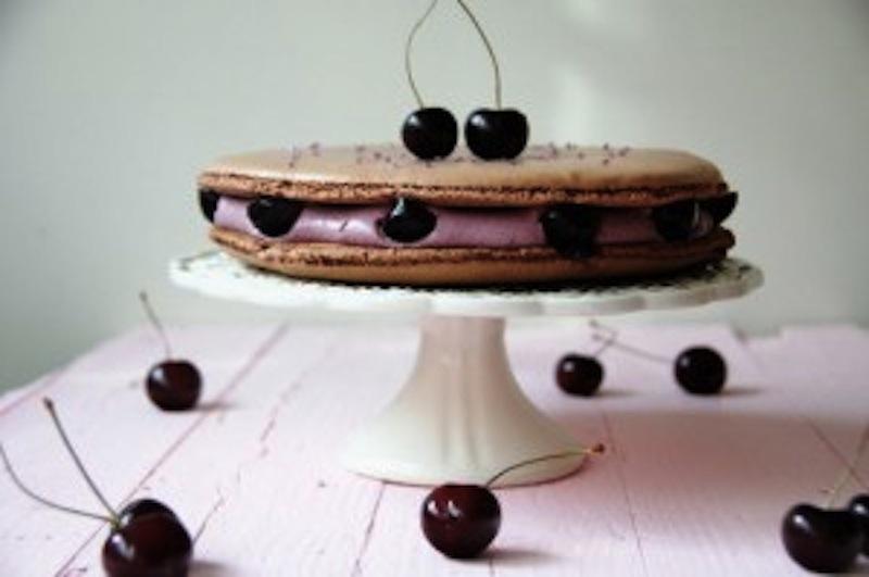 Ispahan de cerezas con anís. La tarta de macaron