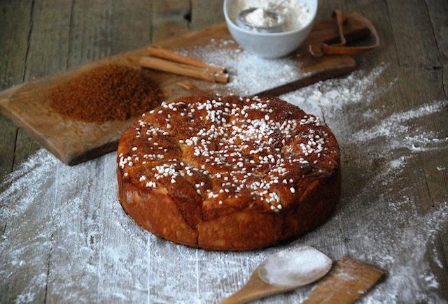 Cinnamon rolls | Pastel de bollitos de canela, vainilla y cardamomo