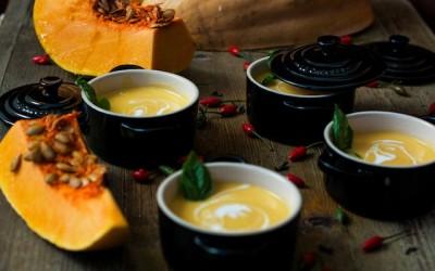 Crema de calabaza con curry rojo y coco