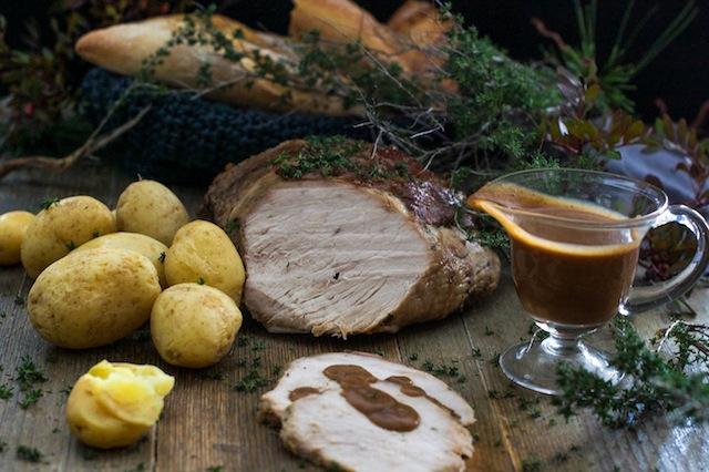 Asado de cerdo con salsa de ciruelas, orejones y vino dulce