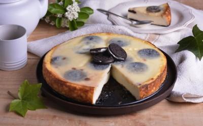 Tarta de queso con galletas rellenas de crema