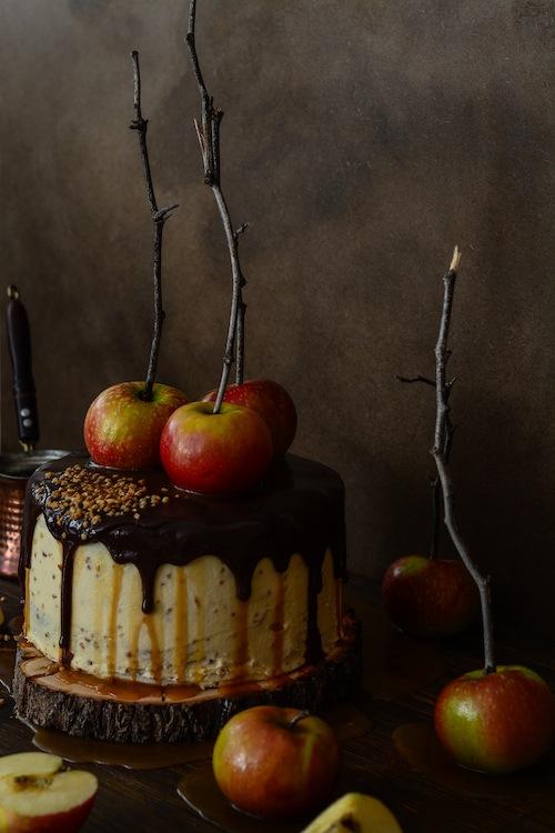 Tarta de de chocolate y manzanas con salsa de caramelo 17 (1 de 1)
