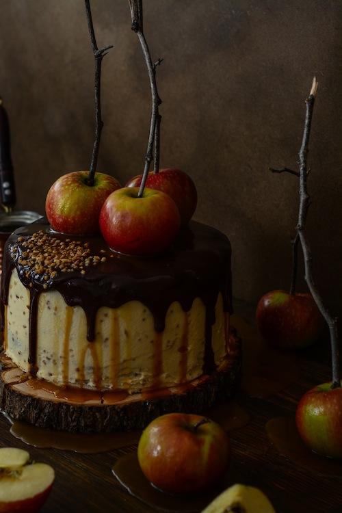 Tarta de de chocolate y manzanas con salsa de caramelo 19 (1 de 1)