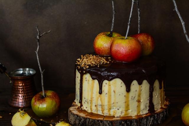 Tarta de de chocolate y manzanas con salsa de caramelo 2 (1 de 1)