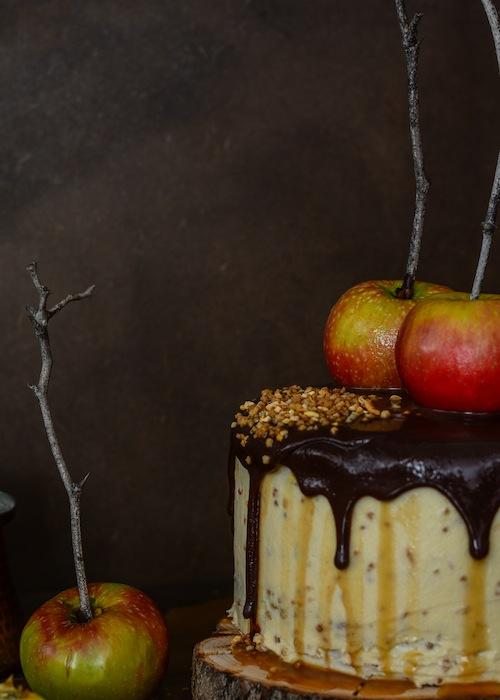 Tarta de de chocolate y manzanas con salsa de caramelo 4 (1 de 1)