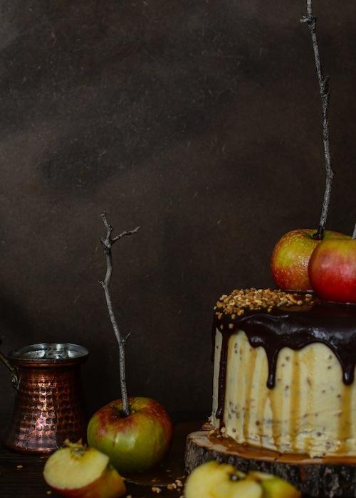 Tarta de de chocolate y manzanas con salsa de caramelo 5 (1 de 1)