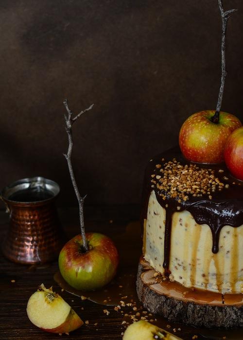 Tarta de de chocolate y manzanas con salsa de caramelo 8 (1 de 1)