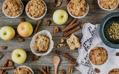 Muffins de manzana y cardamomo. Crujiente sabor a nueces