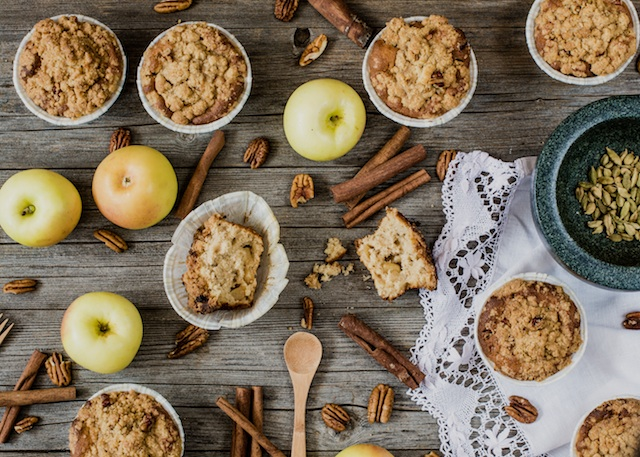 Apple muffins and cardamom. Crunchy nutty
