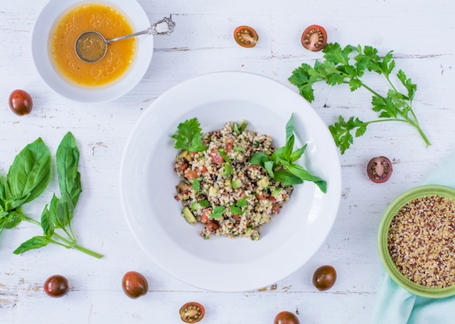 Ensalada de quinoa. Verduras con aliño de naranja