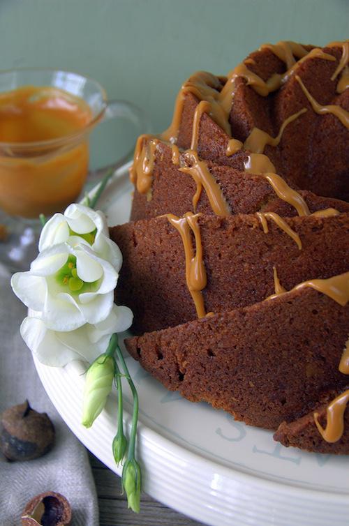 Bundt cake de plátano y nueces de macadamia. Frosting de dulce de leche 6