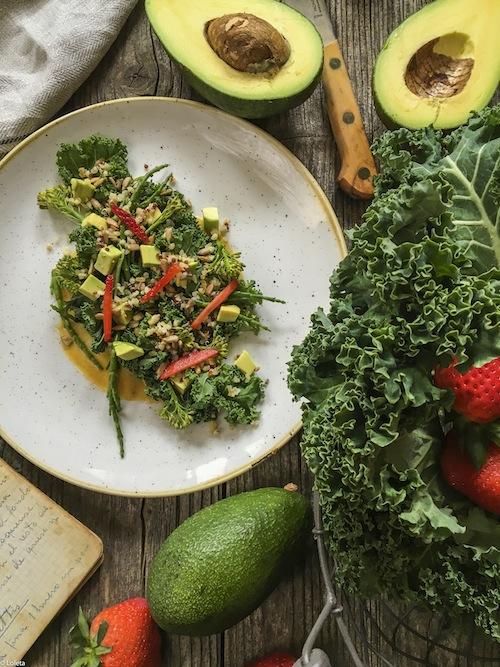 Ensalada de col Kale, bimi y salnicornia con kimchee. Comando Actualidad 2-1