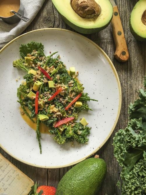 Ensalada de col Kale, bimi y salnicornia con kimchee. Comando Actualidad 5-1