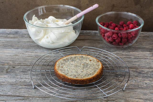 Pastel de semillas de amapola con frambuesas 3 (1 de 1)