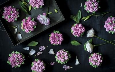 Bizcochos Victoria con crema de limón y hacer flores con manga