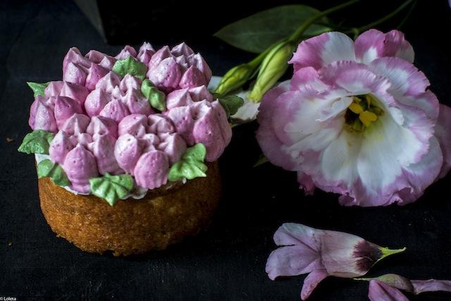 Bizcochos Victoria con crema de limon y como hacer flores con manga pastelera 14