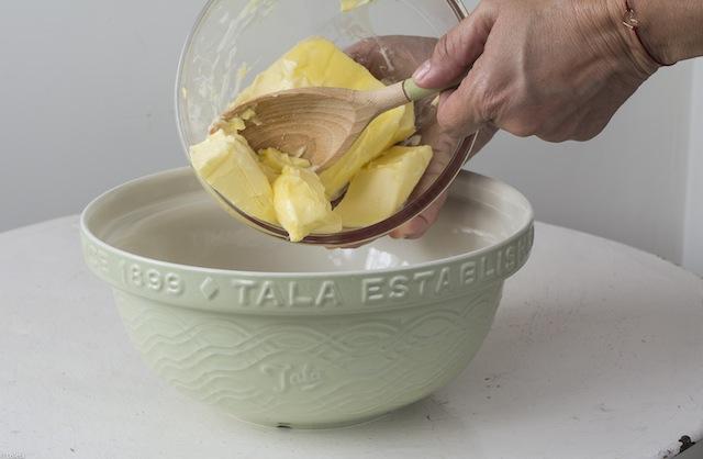Bizcochos Victoria con crema de limon y como hacer flores con manga pastelera 3