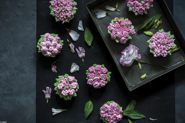 Bizcochos Victoria con crema de limon y como hacer flores con manga pastelera 8