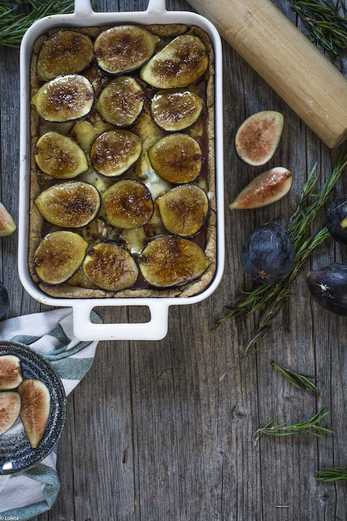 Salty cake of figs with cheese and caramelized onions 10