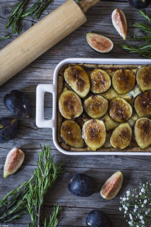 Salty cake of figs with cheese and caramelized onions 8