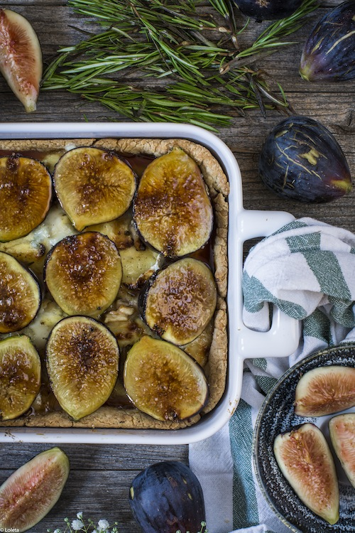 Salty cake of figs with cheese and caramelized onions 9