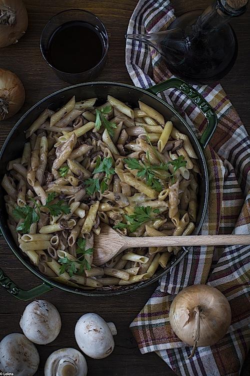 macarrones-con-champinones-y-cebollas-caramelizadas-2