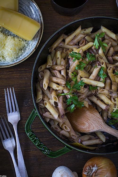 macarrones-con-champinones-y-cebollas-caramelizadas-5