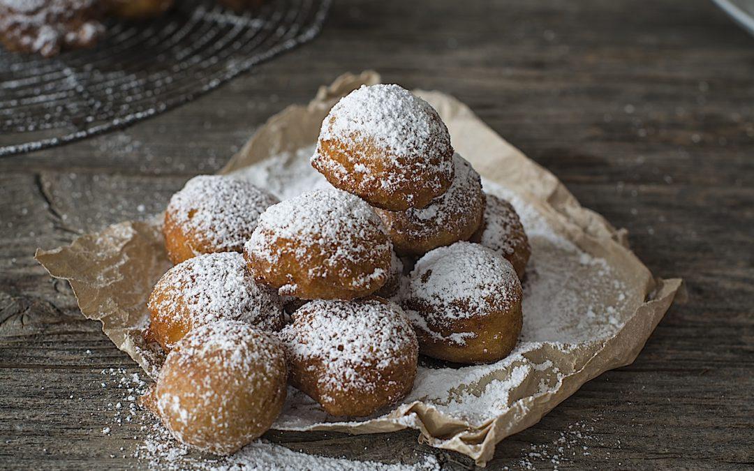 Buñuelos de manzana con vainilla y azúcar glas