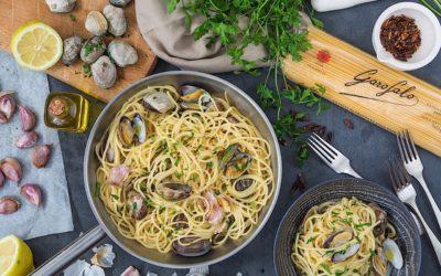 Pasta italiana. Espaguetis con almejas o Spaguetti alle vongole