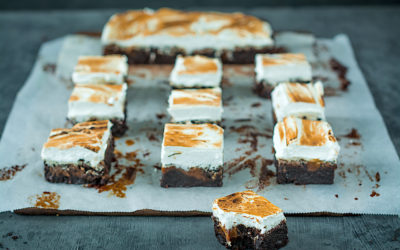 Cocoa brownie with salted caramel and meringue