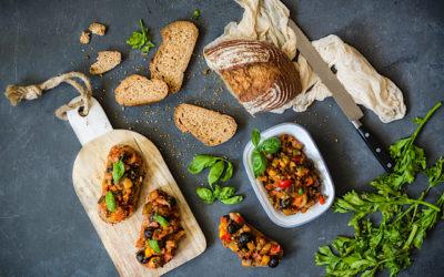 Bruschetta de berenjenas a la siciliana. Caponata de aperitivo