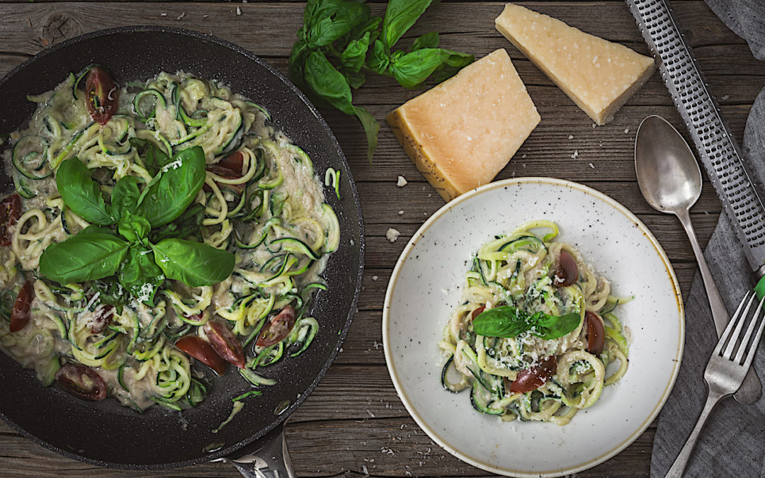 Spaguetis of Zucchini with carbonara vegan. Healthy recipe