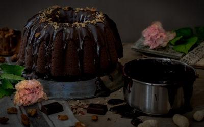 Bundt de chocolate y  cacahuetes con garrapiñados caseros