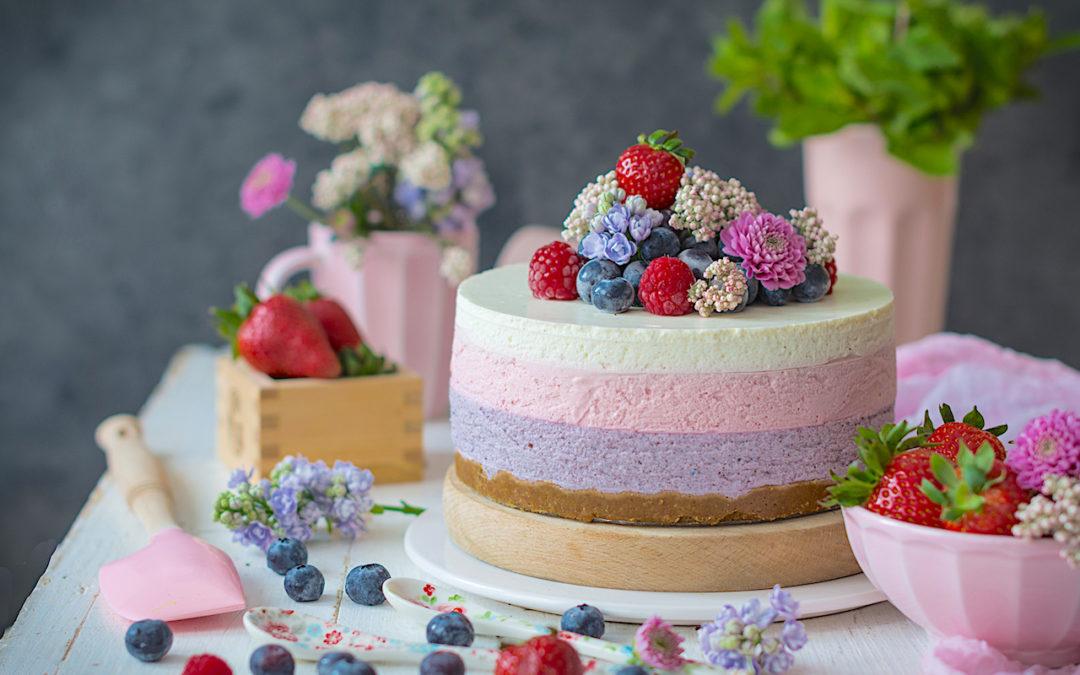 Cheesecake sin horno de frutos rojos. Receta sencilla sin colorantes.