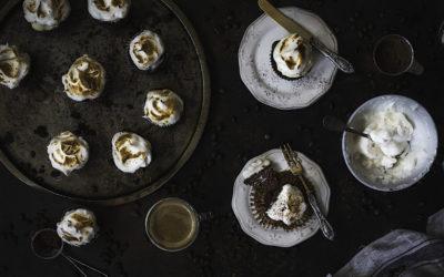 Magdalenas de tiramisú con mascarpone y merengue. Sin gluten y sin azúcar