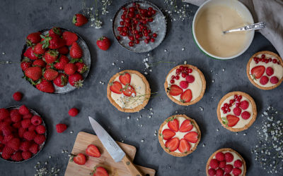 Tartaleta sin gluten con frutos rojos y crema pastelera.
