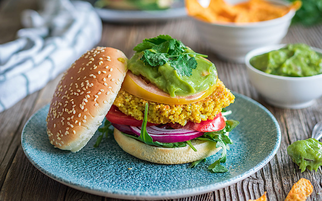 Hamburguesa de quinoa sin gluten con guacamole apta para todos los públicos