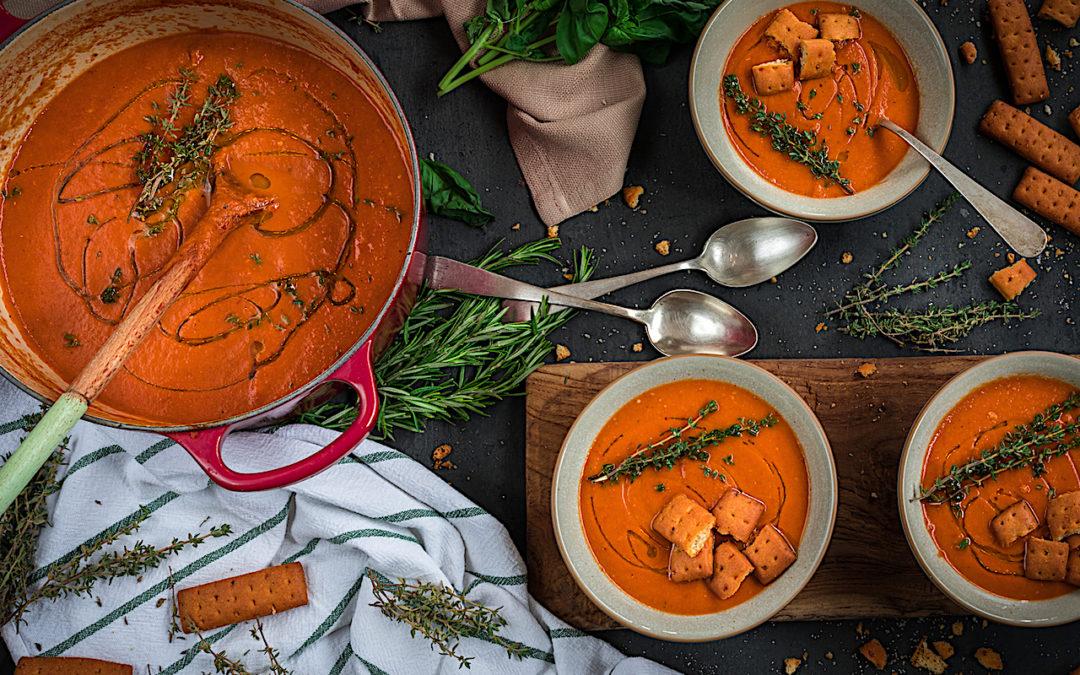 Sopa de tomate asado con albahaca