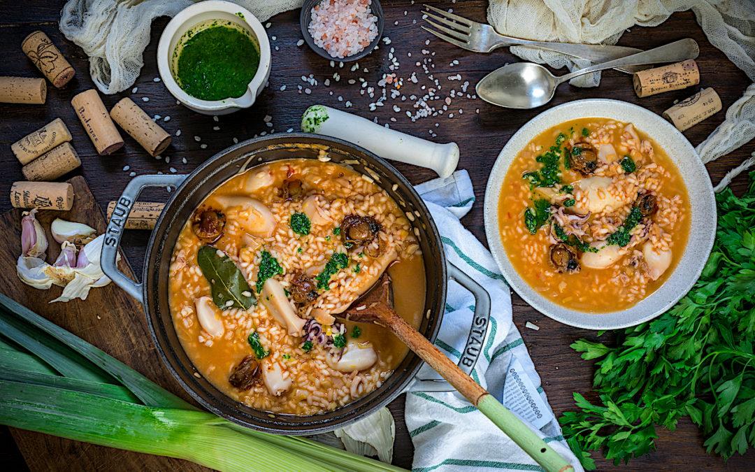 Arroz caldoso con calamares y zamburiñas. Receta fácil del arroz perfecto