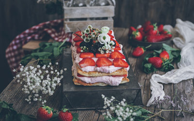 Millefeuille of strawberries and mascarpone. A super dessert in 20 minutes