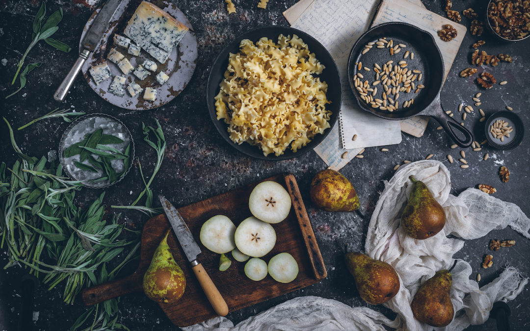 Ensalada de pasta con gorgonzola y vinagreta de salvia