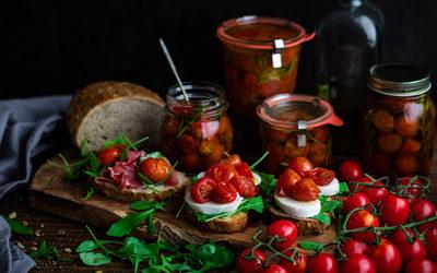 Tomates cherry confitados. Bruschetta caprese