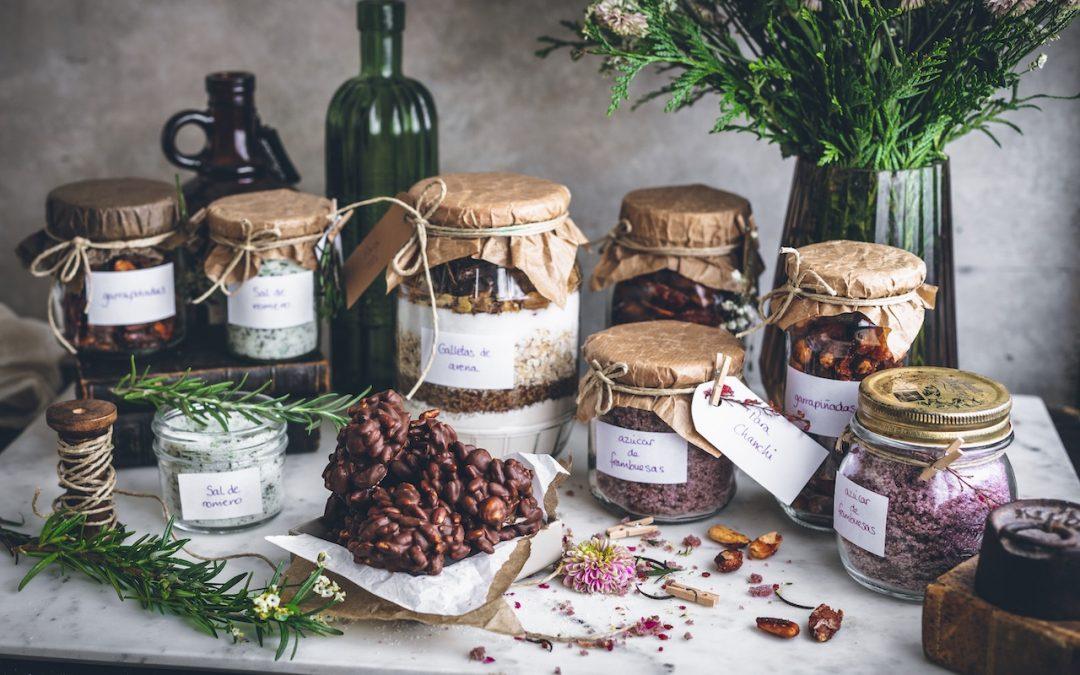 Sal de romero, azúcar de frambuesas y tarro para hacer galletas. El placer de regalar lo hecho en casa con amor  II