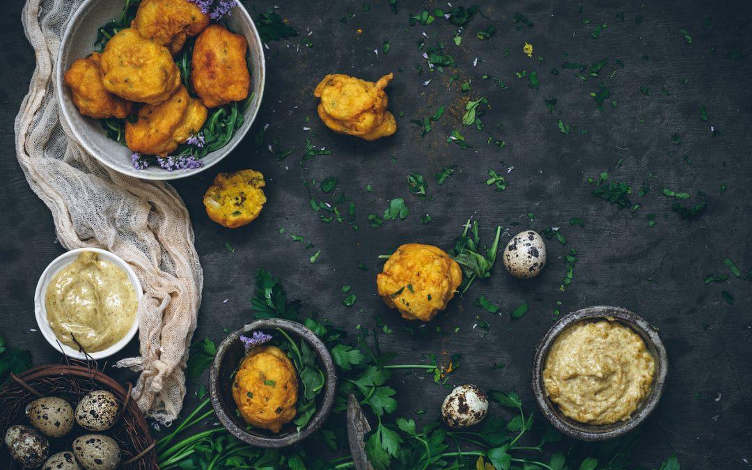 Buñuelos de bacalao con mahonesa de ajo y curry