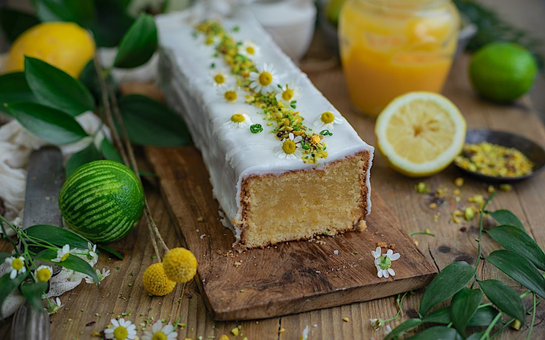 El bizcocho de limón definitivo hecho con crema de limón (lemon curd) casera