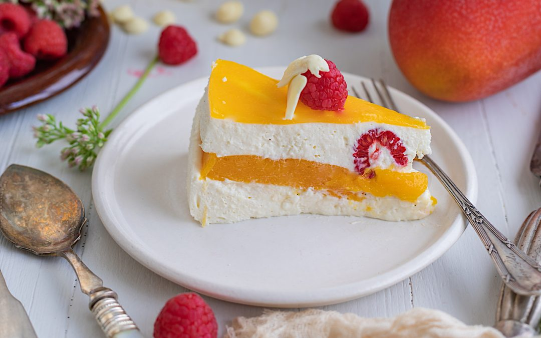 Tarta mousse de chocolate blanco rellena de mango. La tarta favorita de Juanje