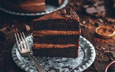 Pastel de chocolate sin batidora. ¿Brownie o bizcocho?