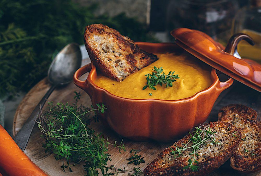 Crema de calabaza asada con panceta y croutons de parmesano