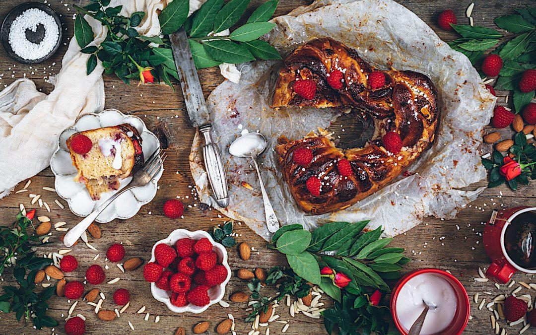 Babka de chocolate blanco y frambuesas. Desayuno de enamorados